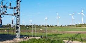 Windräder / Stromleitungen