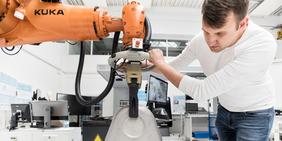 Arbeitssituation/ Roboter/ Beschäftigter